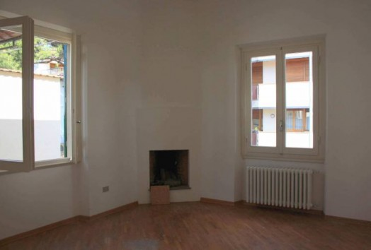 Independent house  TO RENT  Prato